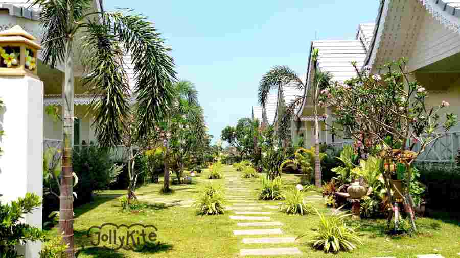 white bungalows Pak Nam Pran outside
