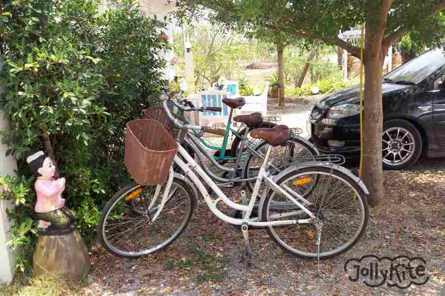 Photo white bungalows Pak Nam pran free bicycles