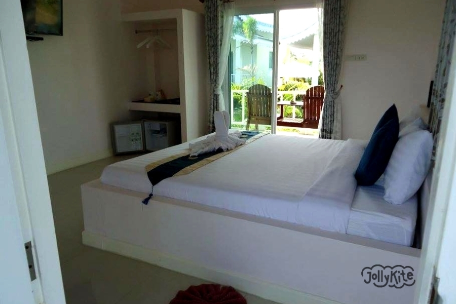 photo white bungalows Pak Nam Pran inside