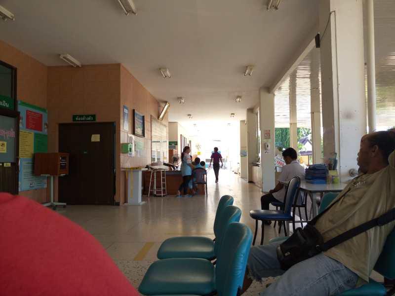 Больница в Пранбури зал ожидания фото