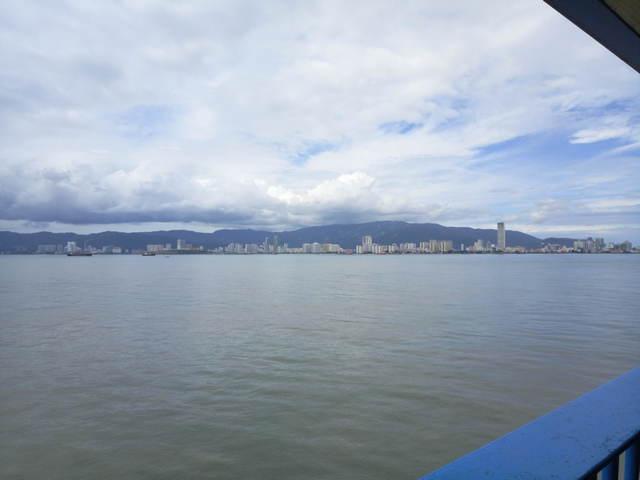 Вид на пенанг с парома фото