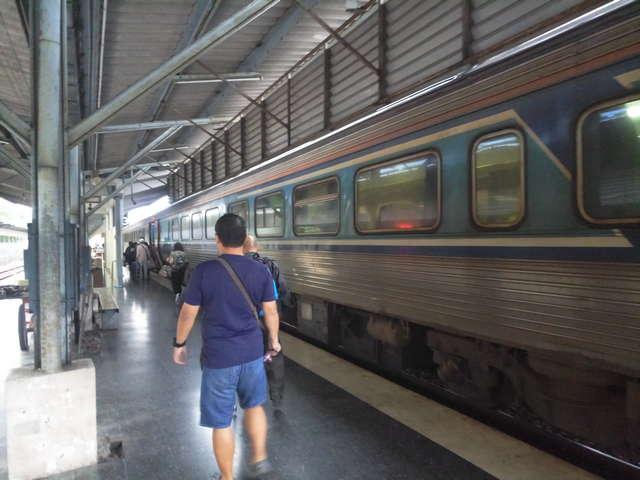 Перон Хатяй поезд педанг бесар фото